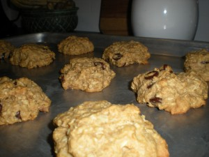 No-Sugar Oatmeal Chocolate-Chip Walnut Cookies